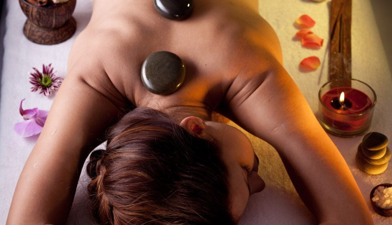 Warmstein oder Hot Stone Massage
